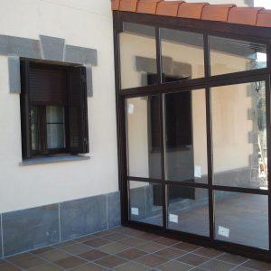 Cerramiento particular de porche con tejado propio - Pamplona