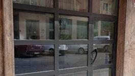 Cerramiento de aluminio para local comercial en Pamplona