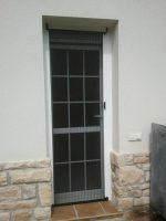 Mosquitera plisada en puerta